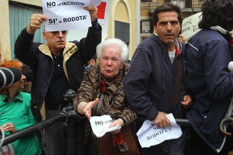 Quirinale protesta a piazza montecitorio dopo l 39 elezione for Piazza montecitorio 12