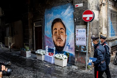Napoli, il padre del 17enne Caiafa ucciso. Borrelli: «Rimuovete altarini e  murales inneggianti alla criminalità» - Il Mattino.it