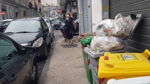 Napoli, pago 2.700 euro all'anno per stare tutti i giorni tra montagne di  spazzatura» - Il Mattino.it
