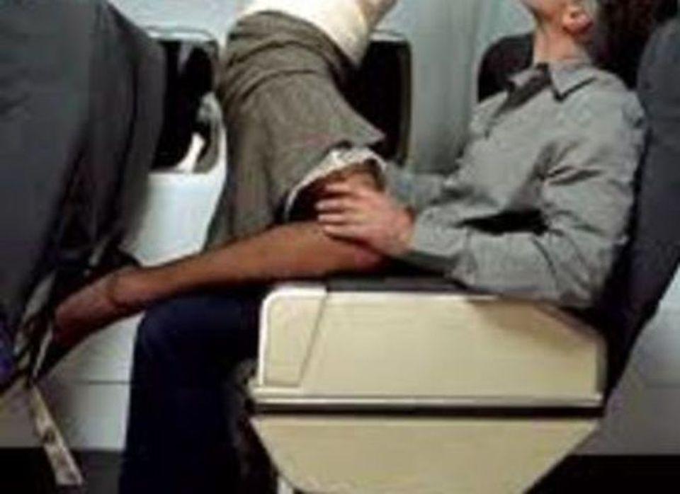 20enne fa sesso con uno sconosciuto nel bagno dell 39 aereo davanti ai genitori il mattino - Sesso nel bagno della scuola ...