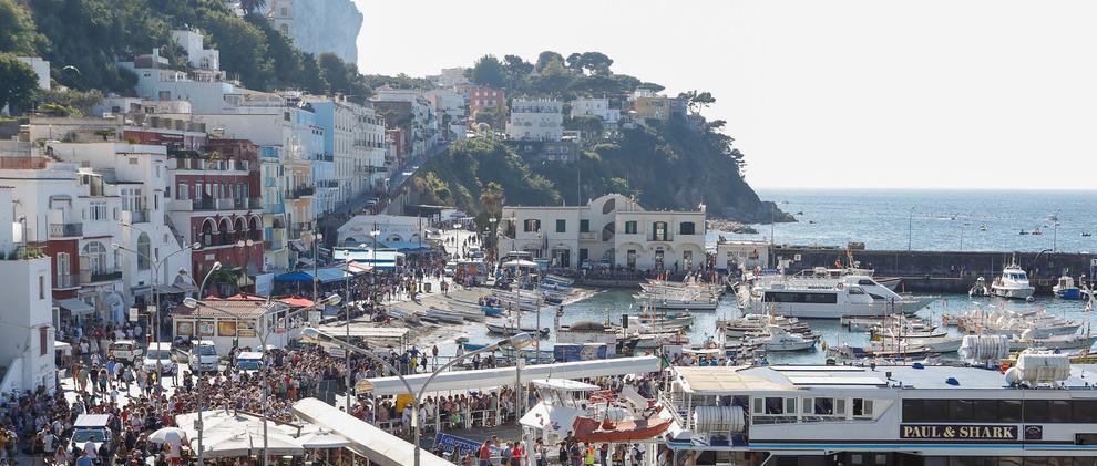 Capri, 31enne nasconde cocaina nei pantaloni: arrestato al porto