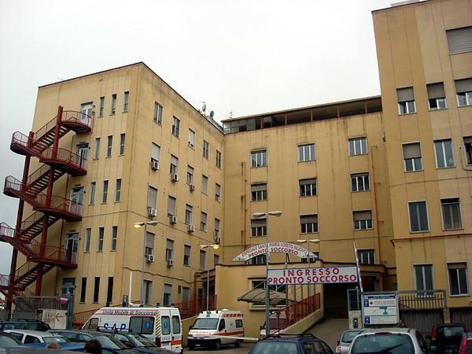 Ancora spari a Napoli: uomo ferito in Piazza Mercato