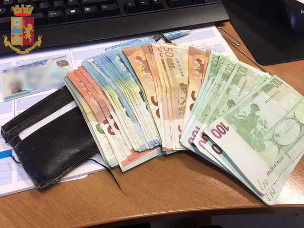 check-out b045b 2edd2 Romena trova portafoglio con 2000 euro: lo consegna | Il Mattino