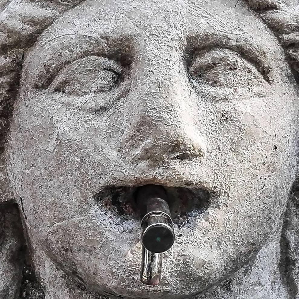 pozzuoli pulizia fai da te rovina una fontana del i sec