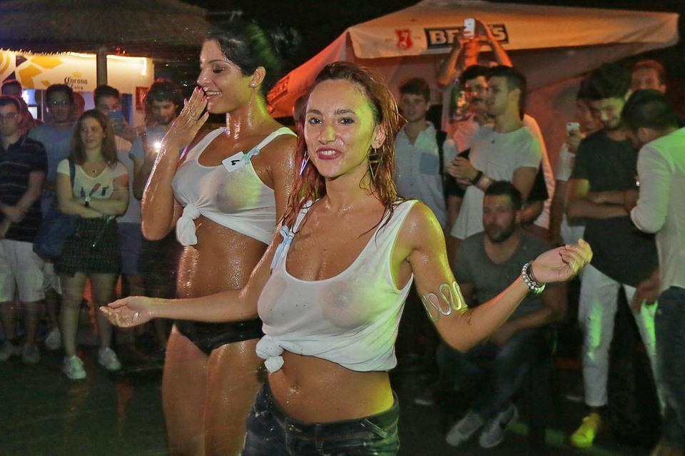 Miss Maglietta Bagnata: ragazze scatenate sotto una pioggia di ...