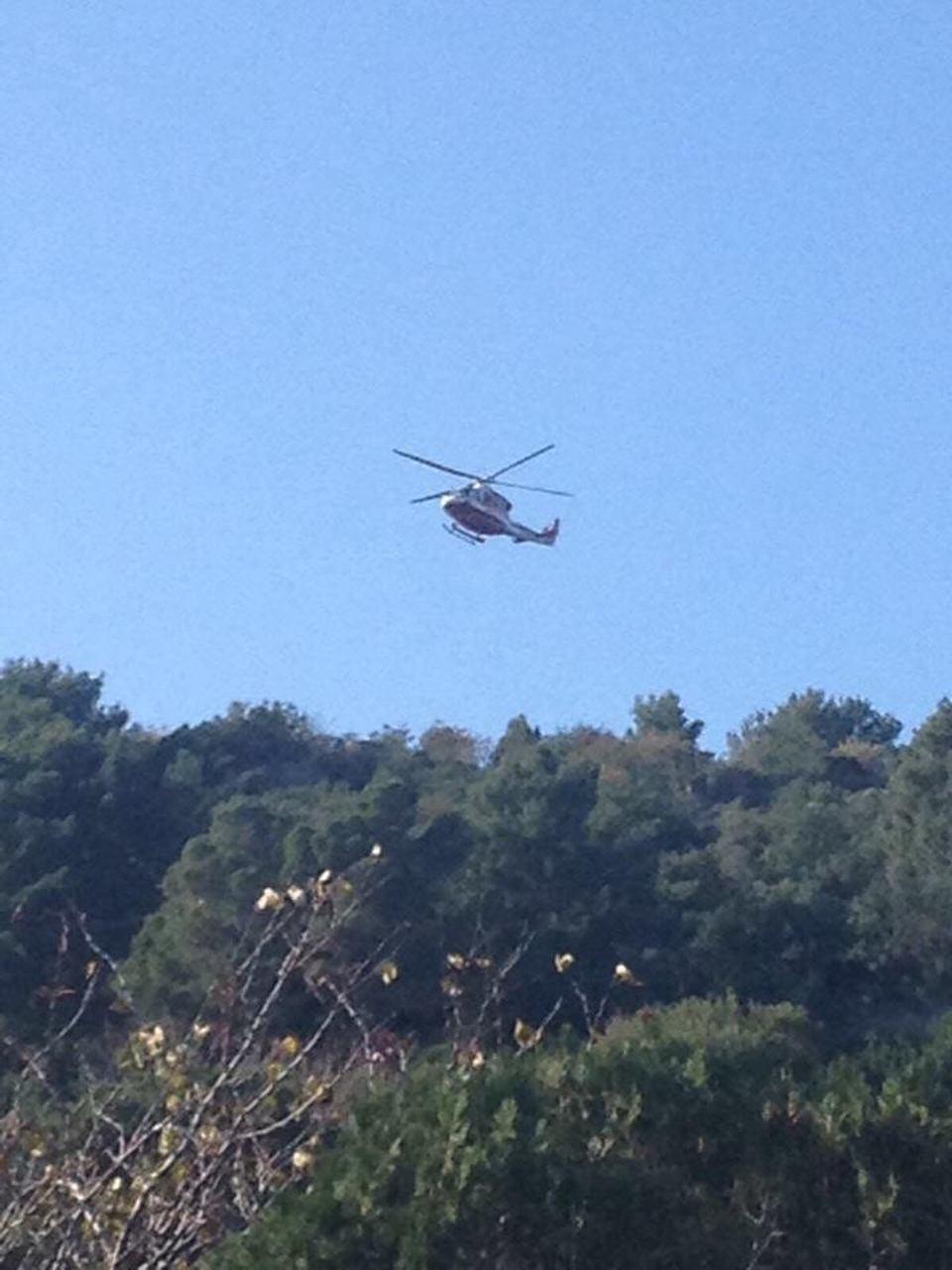 Elicottero Quarto : Elicottero dei vigili del fuoco in azione a capri il mattino