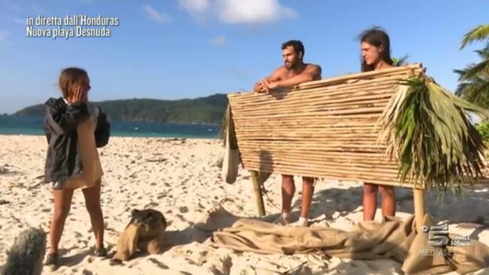 Isola Melissa P Non Rimane Su Playa Desnuda Rocco Piange In