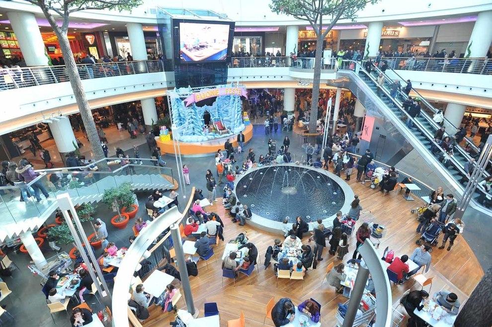 Il centro commerciale campania compie 10 anni parata di for Centro commerciale campania negozi arredamento