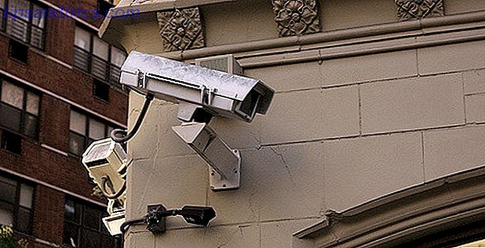 Napoli: preso spacciatore romeno, la casa «blindata» con telecamere