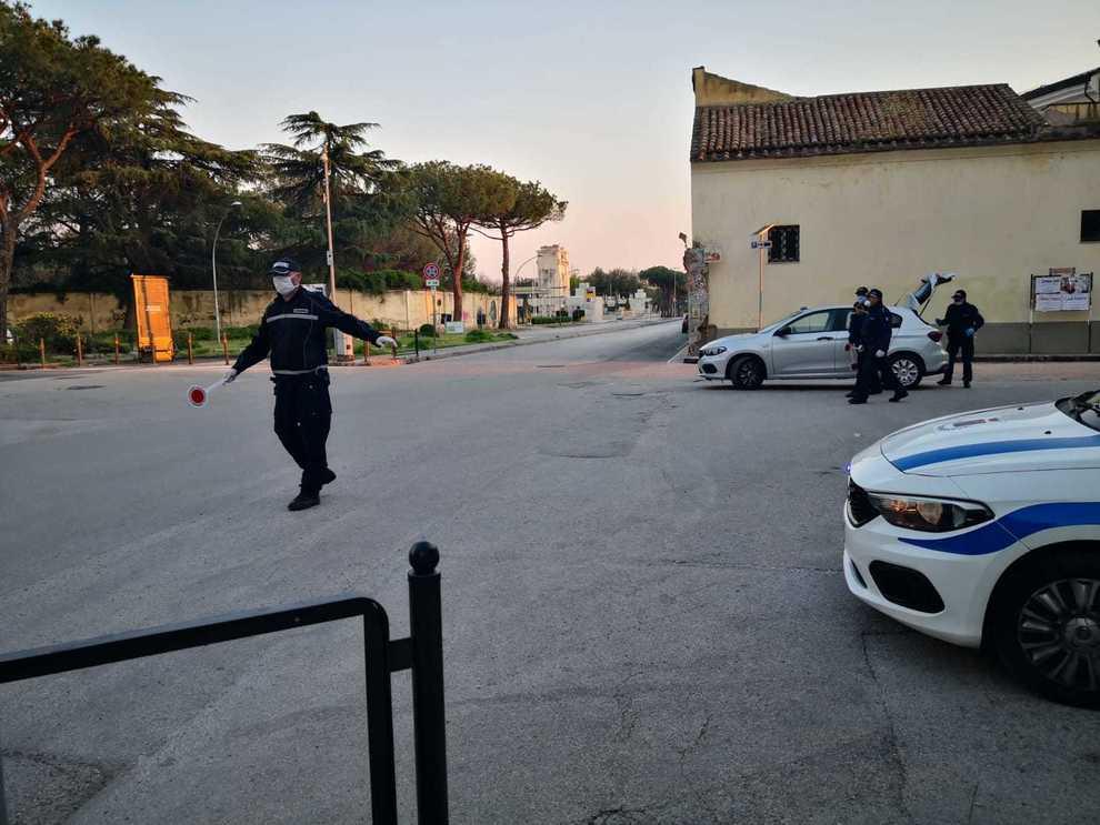 Coronavirus A Maddaloni Troppi Clientinel Negozio Scatta La Multa Da 400 Euro Il Mattino It