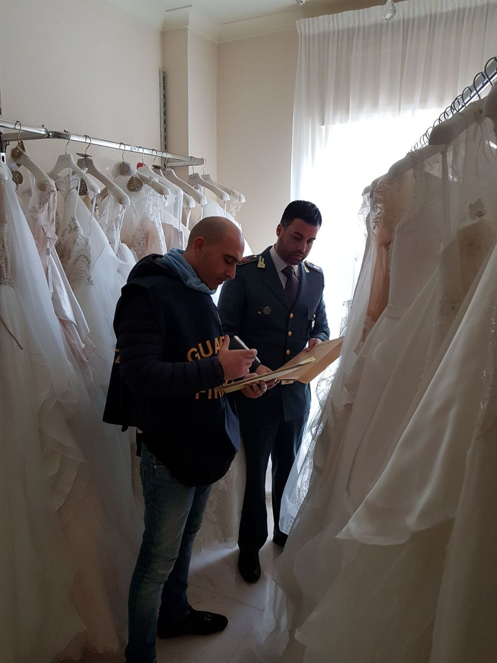 Abiti ComodoSigilli Società Di Da Crea Euro Sposa 700mila Ad Per WBrdCoxe