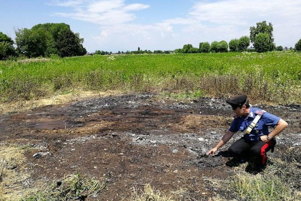 Brucia rifiuti in un terreno agricolo, arrestato immigrato ghanese