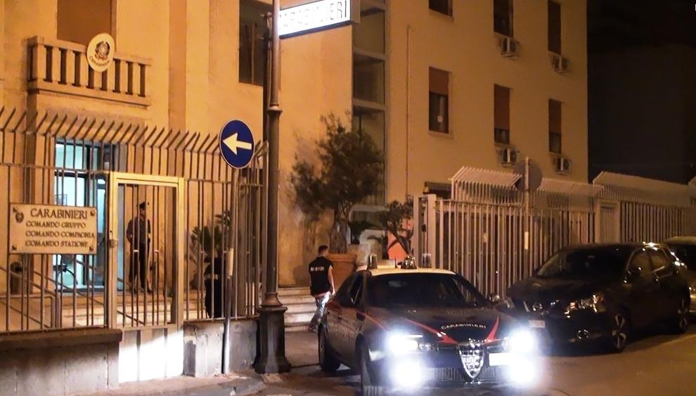 Tenta di corrompere i carabinieri dopo la lite al bar: arrestato