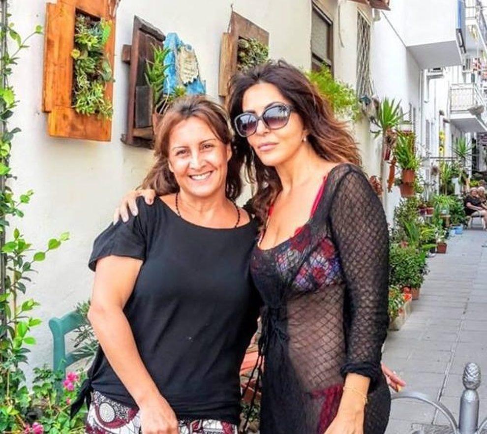 Sabrina Ferilli A Spasso Per Casamicciola Nel Giorno Della Scossa Sismica Il Mattino It