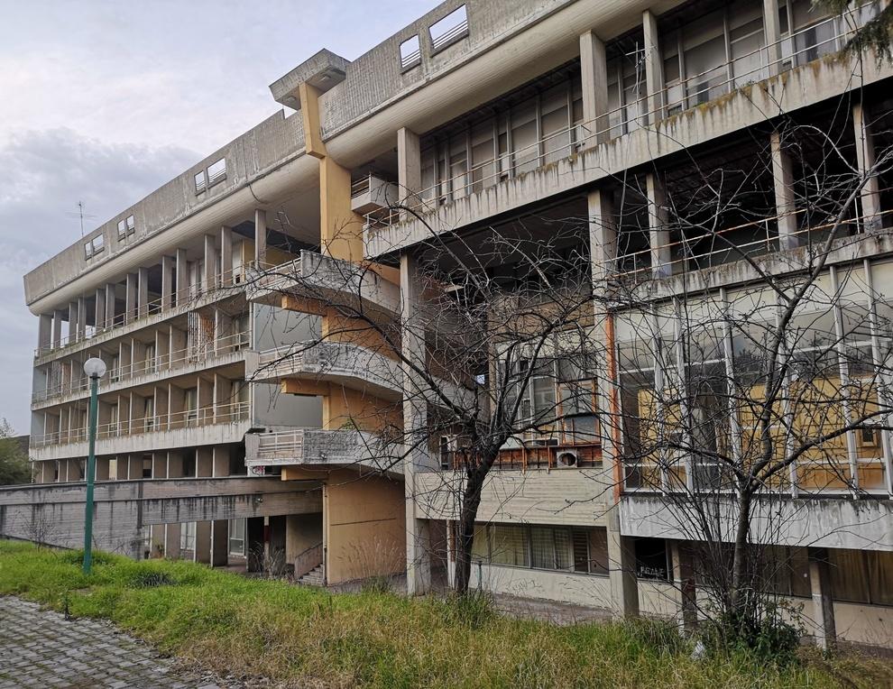 Piscinola, ristrutturazione a metà per il polifunzionale: «Evitare inutile  spreco di risorse pubbliche» - Il Mattino.it
