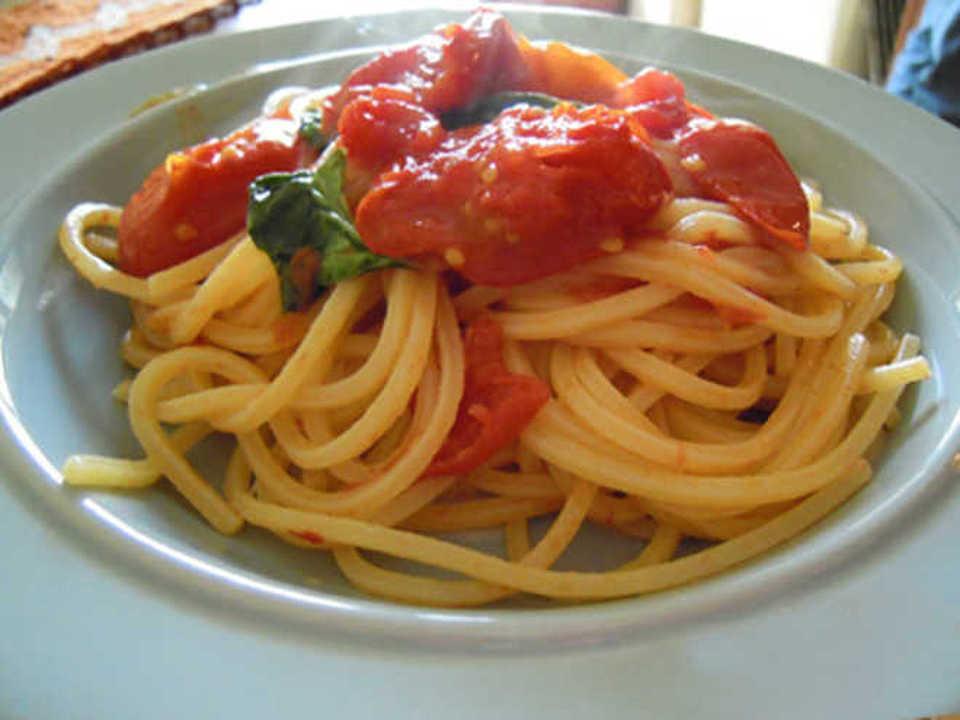 Gli spaghetti al pomodorino del Piennolo del Vesuvio secondo