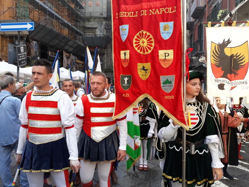 Nel centro storico di Napoli la rievocazione del patto con San Gennaro