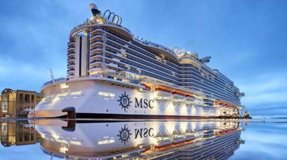 Illuminazione navi da crociera: nave da crociera che va dopo santa