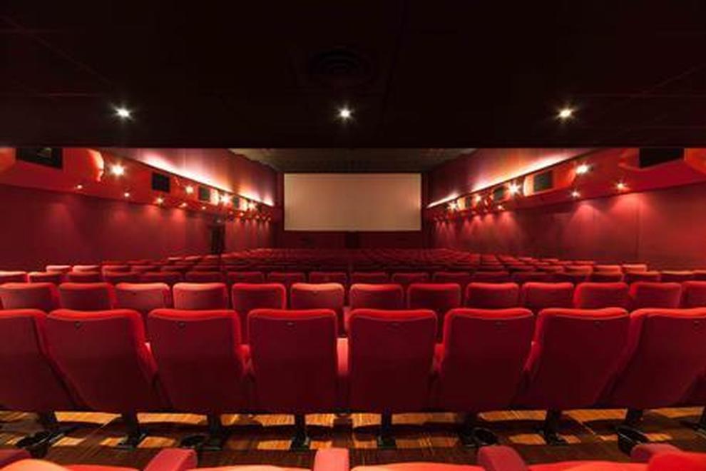 Risultati immagini per cinema poggiapiedi elettrico
