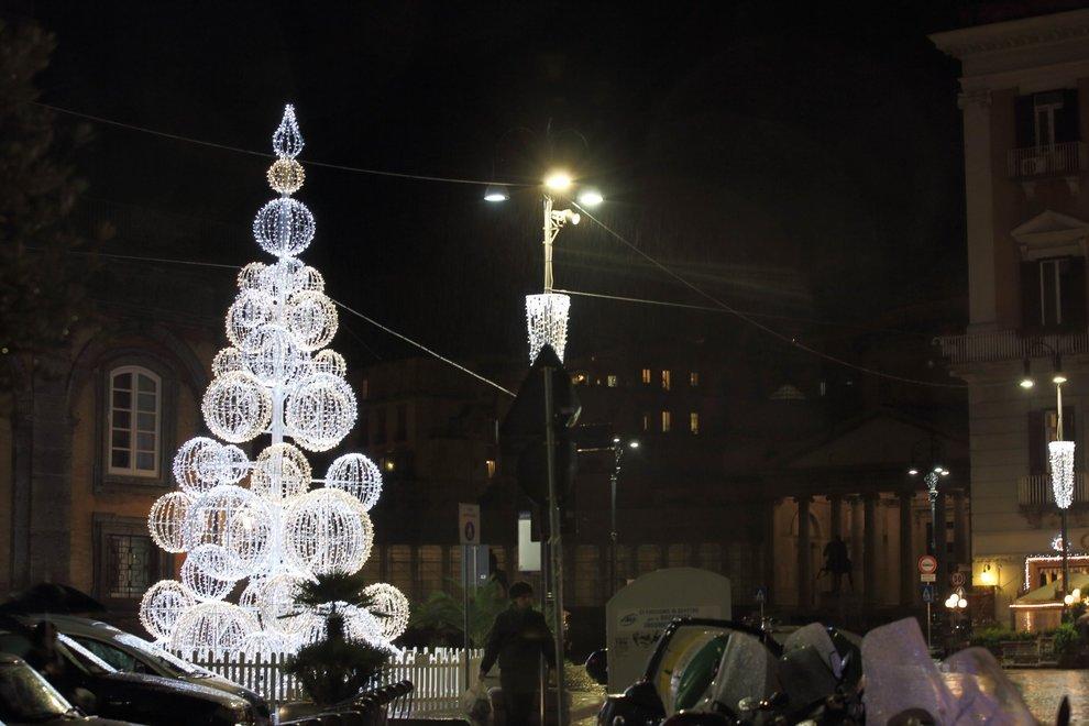 Luminarie via del corso roma si accende con le luci di natale