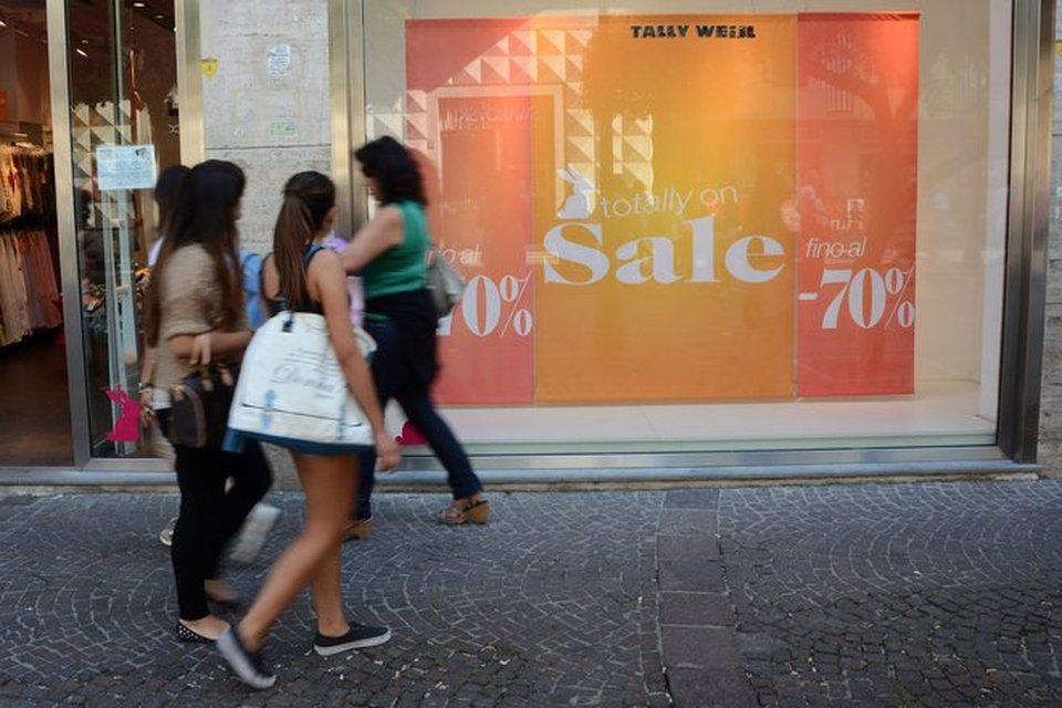 Saldi flop a napoli fuga dallo shopping la crisi unisce for Mobilia mega store salerno