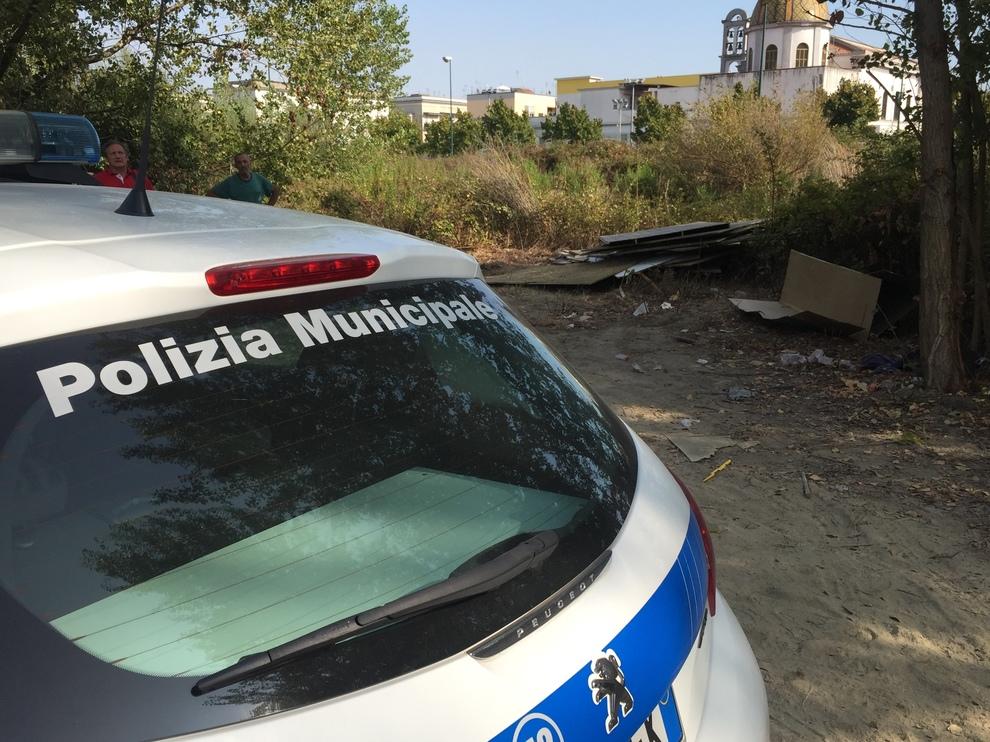 Napoli in rivolta contro i campi rom gi le baracche for Il mattino di napoli cronaca
