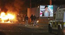 Irlanda del Nord, giornalista uccisa durante scontri a Londonderry: «Atto terroristico»