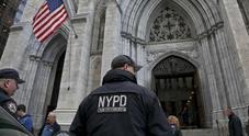New York, con taniche di benzina voleva entrare nella cattedrale. E aveva un biglietto per Roma
