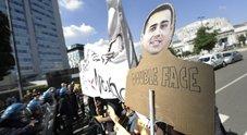 Licenziati protestano davanti casa di Di Maio: «Sei un bugiardo»