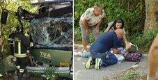 Immagine Bus contro albero: 30 feriti, 17enne rischia le gambe