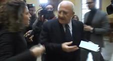 «La smetta di aggredirmi»,  scontro tra De Luca e le Iene