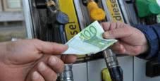 Immagine Caro benzina per l'esodo: pieno costa 5,5 euro in più