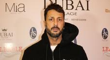 Tuta, felpa e cappuccio: al Dubai Village c'è anche Fabrizio Corona