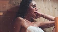 Anna Tatangelo nuda in sauna per smaltire il pranzo di Pasqua, followers impazziti
