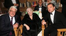 Cannes, Leonardo DiCaprio ai piedi di Lina Wertmuller