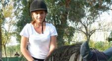 Chiara, morta dopo aver cenato al ristorante: indagini sul kit salvavita. Ira dei genitori