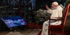 Immagine Via Crucis, il Papa: «Apriamo porte ai migranti»