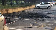 Autobomba in strada, notte di paura: Scampia rivive l'incubo della faida