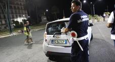 Sangue sulla movida di Napoli: uomo accoltellato a piazza Vittoria