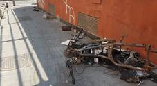 Napoli nella morsa del degrado: dalla fontana letamaio ai drogati, viaggio nell'orrore di via Foria