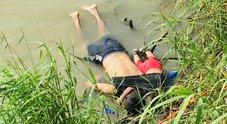 Usa-Messico, padre e figlia di 2 anni annegano: la foto indigna l'America