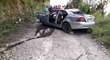 Salerno, auto caduta nel dirupo: è morta la 43enne amica di famiglia