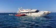Immagine Ponza, il giallo dello yacht abbandonato in una secca