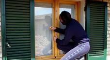 Furti in casa durante le vacanze: dove i ladri colpiscono di più e a che ora