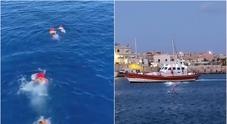Open Arms, la Spagna offre un porto: la Francia accoglie 40 migranti. Ong: impossibile andare ad Algeciras