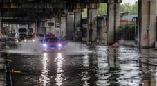 Bomba d'acqua su Napoli: allagamenti e voragini da Pianura al centro storico