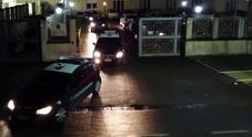 Blitz nel fortino del clan, 16 arresti: droga consegnata anche al lavoro