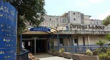 Napoli, nuovo raid nell'ospedale del clan: vetri rotti e porte forzate