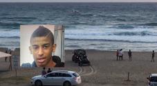 Palinuro, 19enne annega tra le onde grosse. L'amico: «Non sono riuscito a salvarlo»