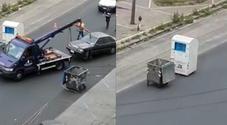Viale Gramsci, auto portate via per rifare l'asfalto: danni alla strada e ai mezzi